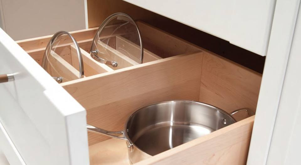 Pullout drawer that organizes pots and lids