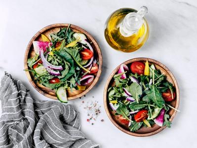 Um guia de saladas saudáveis