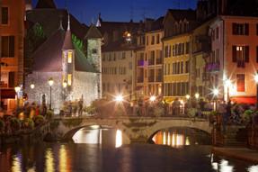 Annecy silta ilta.jpg