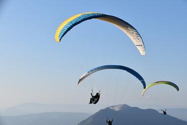 Annecy paragliders-4492651_960_720.jpg