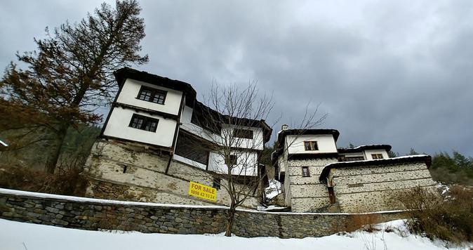 Komia talo myyrä Shiroka Lukassa