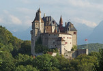 800px-Château_de_Menthon_01_v2.jpg