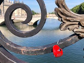 slotje op Franse brug over de Seine.jpg