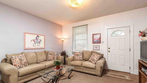 2 Living room 1.jpg