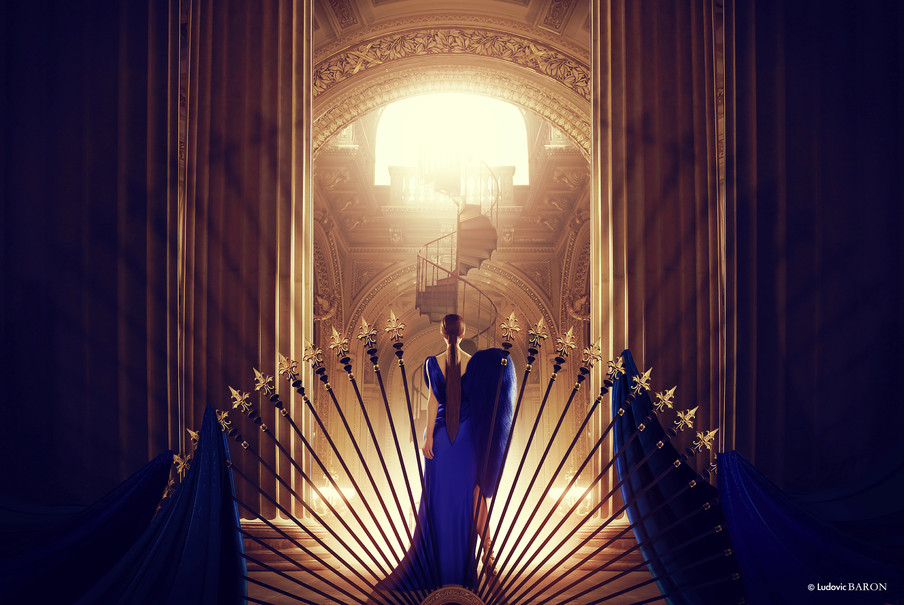 La femme en bleu face à l'escalier du bonheur (2016)