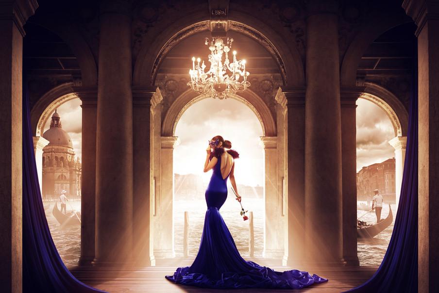 La femme en bleu sur le pas d'une romance (2016)