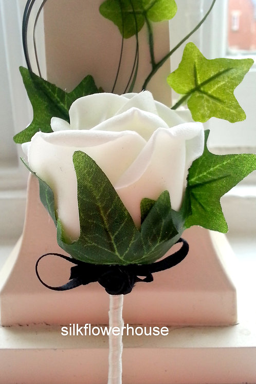 SINGLE ROSE BUTTONHOLE WITH IVY AND GRASS