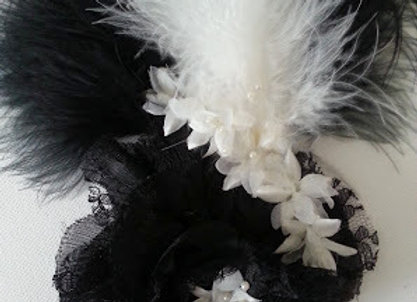 ARTIFICIAL FLOWER BLACK/WHITE HAIR ACCESSORY