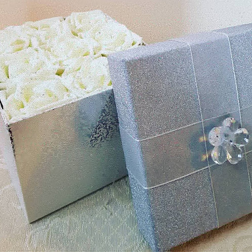 ARTIFICIAL ROSES IN SILVER GIFT BOX