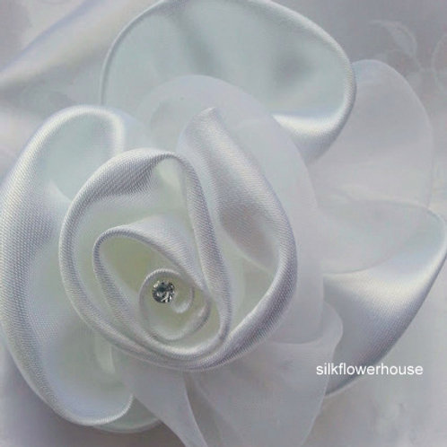 ARTIFICIAL FLOWER WHITE SATIN WRIST CORSAGE