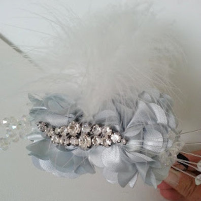 ARTIFICIAL FLOWER HAIR ACCESSORY SILVER GREY AND DIAMONTE