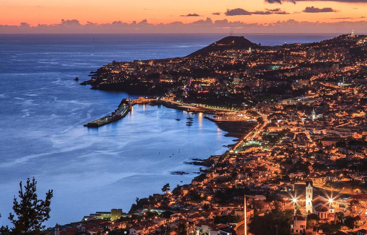 Calheta-Funchal-Calheta up to 8 people.