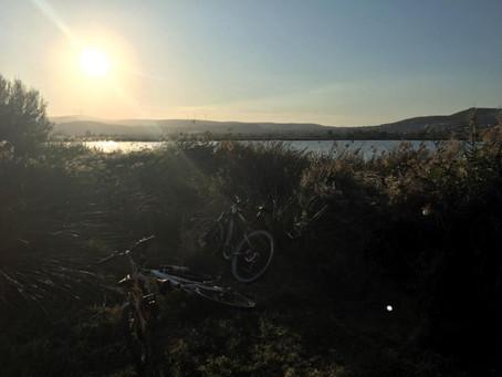 Paseo en bici o andando por la Vega de Padul. Ruta del Mamut-Laguna.