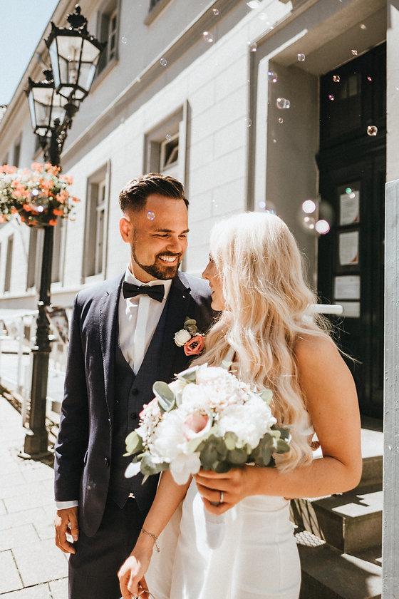 Hochzeit-happy-couple.jpeg