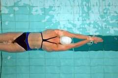 El nadador de sexo femenino