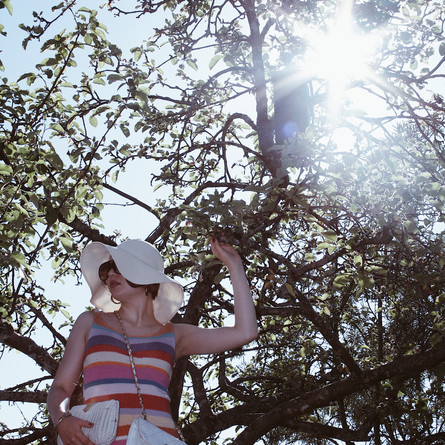 Under The Apple Tree – A Surprisingly Cool Knitdress
