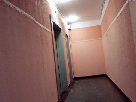 По адресу: мкр. Левобережный, ул. Совхозная д. 4 произвели ремонт тамбура...