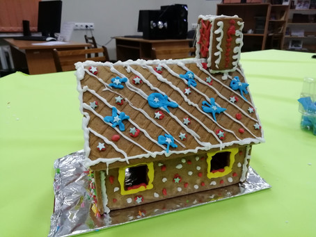 Чудесный мастер-класс с ароматом имбиря! У наших участников уже есть свои рождественские домики.
