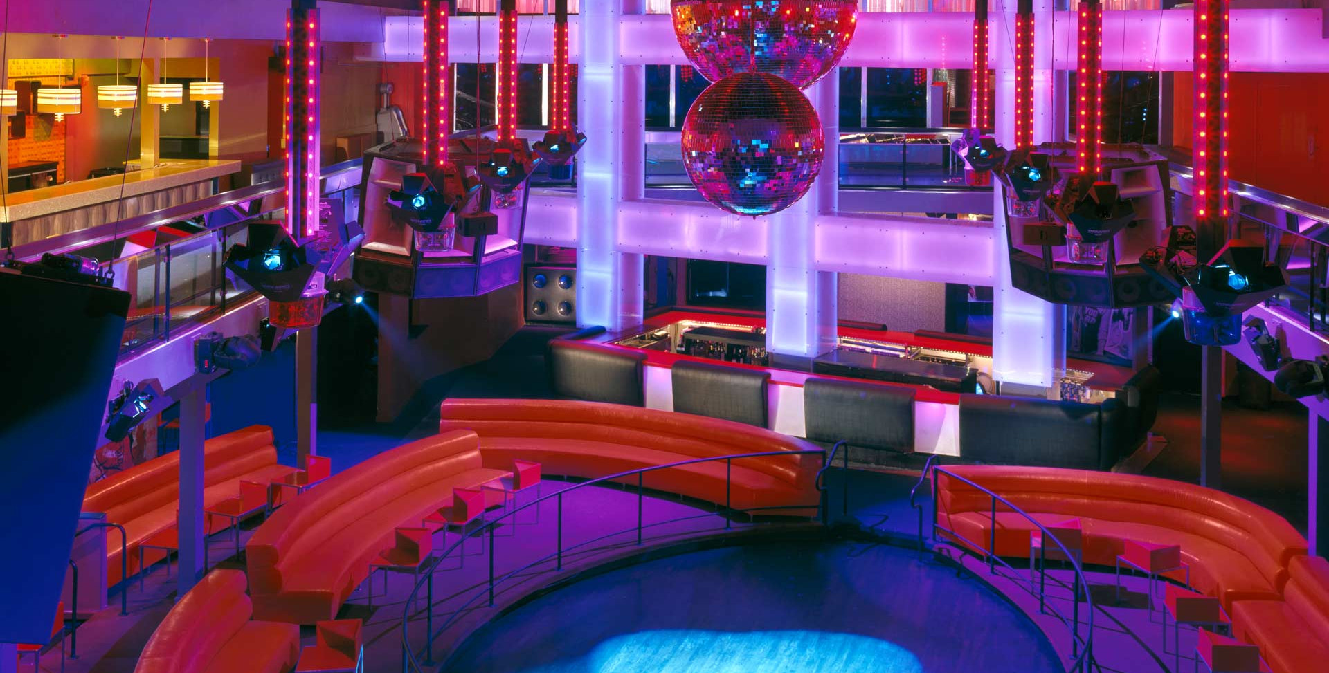 dynaled-club-disco-lighting-examples-20.