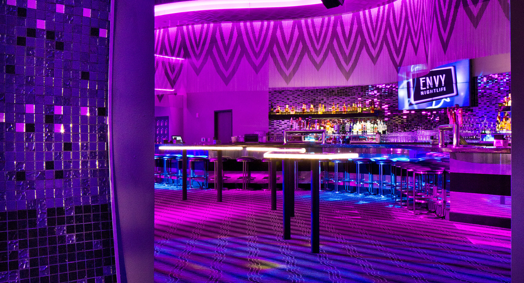 dynaled-club-disco-lighting-examples-26.