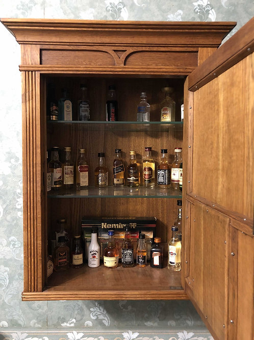 Мини бар с коллекцией напитков (дуб)