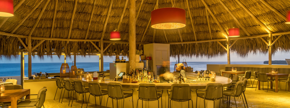 """Drink a cocktail or take a bite with the best views of the island at """"Koraal Rooftop Terrace"""""""