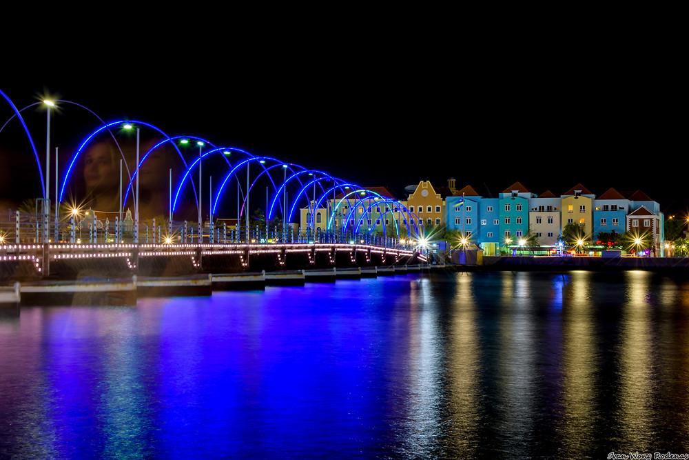 Queen Emma Bridge, Willemstad Curacao