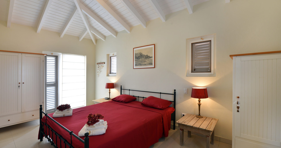 Both upstairs bedrooms furnished with comfy king beds