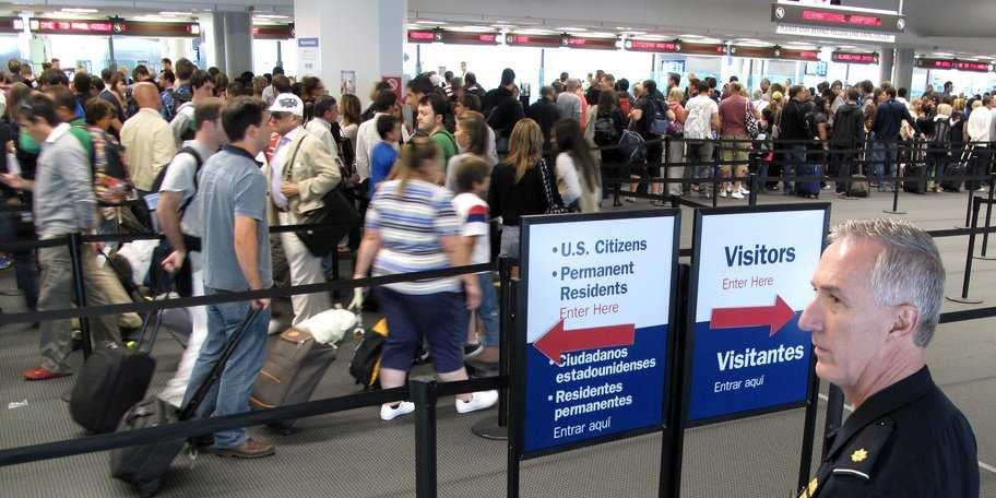 U.S. Customs at airport from Curacao