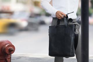 กระเป๋าผู้ชาย...ทรงไหนในวันทำงาน