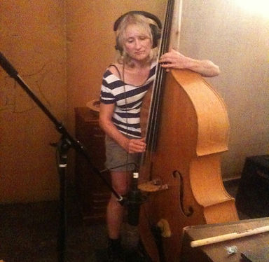 Jill Sobule rocking the upright bass peanuts gang style with Marykate O'Neil and Robin Eaton on the Sylvie & Bruno Sessions