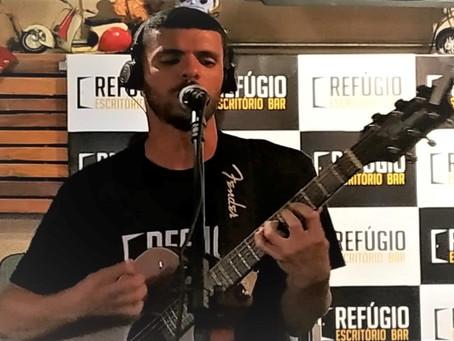 Crítica - Guto Martins, mostra seu talento e conquista público no Refúgio