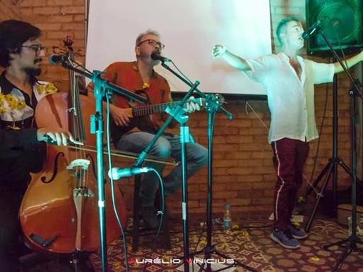Crítica – Peri Pane e poema ArrudA encantam apesar do público tagarela em show!