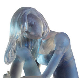 chica realizada con impresión 3d sla transparente