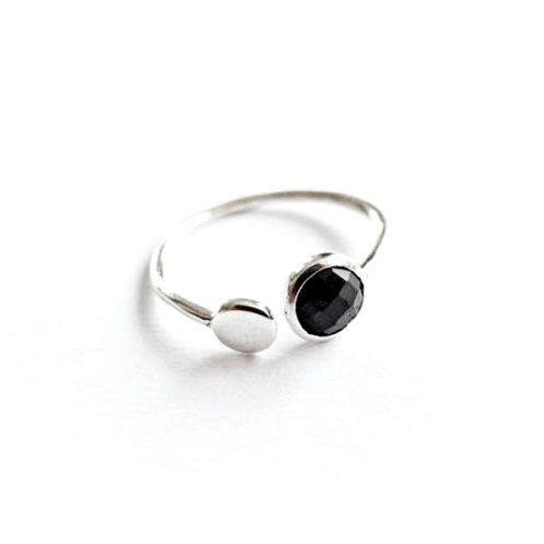 """Ring """" double Point"""" schwarzer Spinell"""