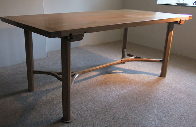 An Arts & Crafts-inspired dining table built of quarter-sawn English oak.