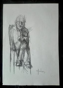 Un uomo seduto