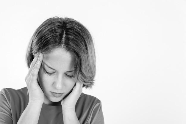 femme souffrant de migraines
