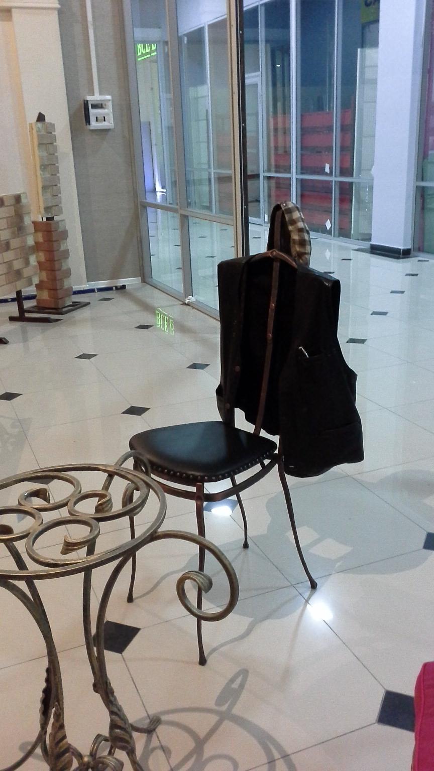холостяцкий шкаф- стул