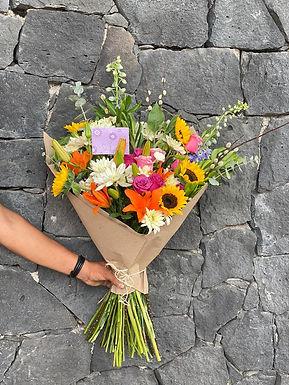 Bouquete rosas, girasoles, lilys
