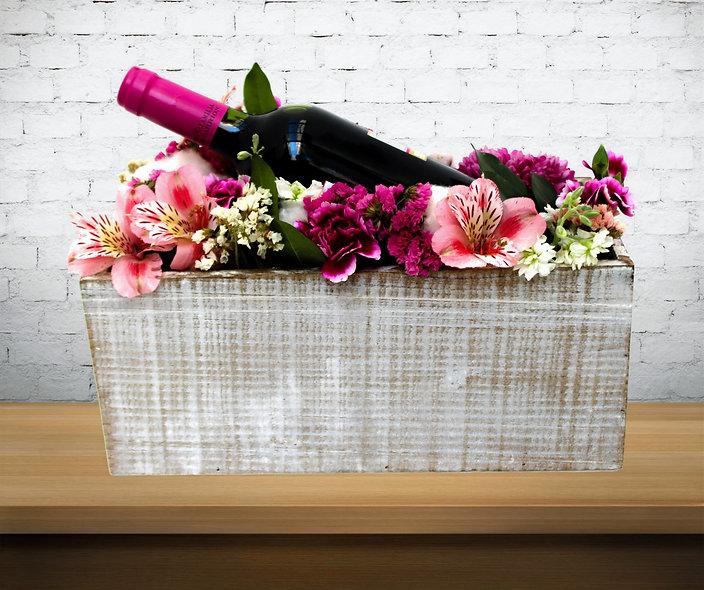 Box Algodón, Crisantemos, Clavellina, Statice, Alstroemeria y Botella de vino