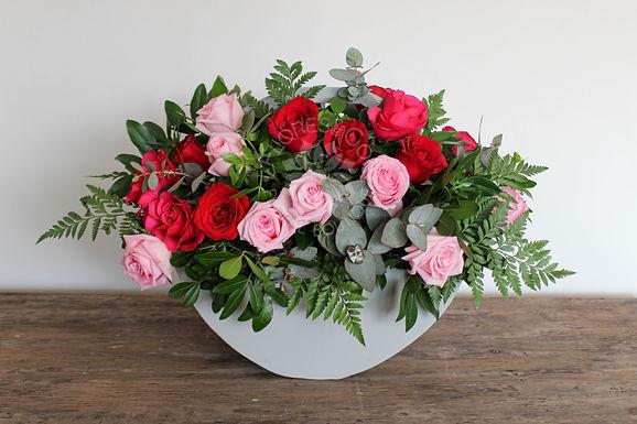 Canasta de madera 30 rosas diversos tonos
