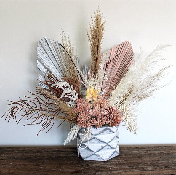Palma, pampa, diversidad de flor preservada tonos blancos y rosa pastel