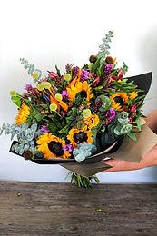 Bouquet girasoles, ave de paraíso, craspedia, liatris.