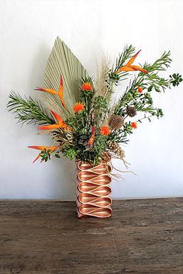 Palma, cártamo, heliconia golden, varas secas