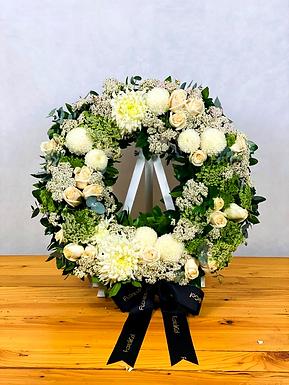 Corona 40 cm (Diversas flores blancas)