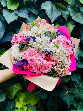 Bouquete Rosas, Col Ornamental, Alstroemeria y Espuma