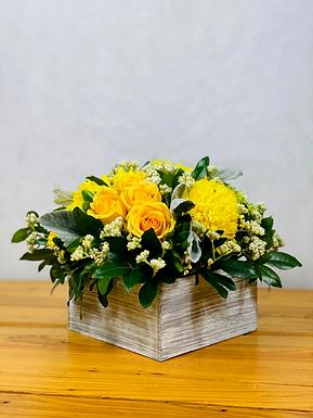 Hortensia verde, rosas, crisantemo