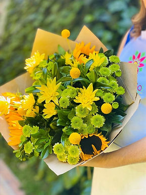 Bouquete Girasoles, Yoko, Craspedia y Crisantemos