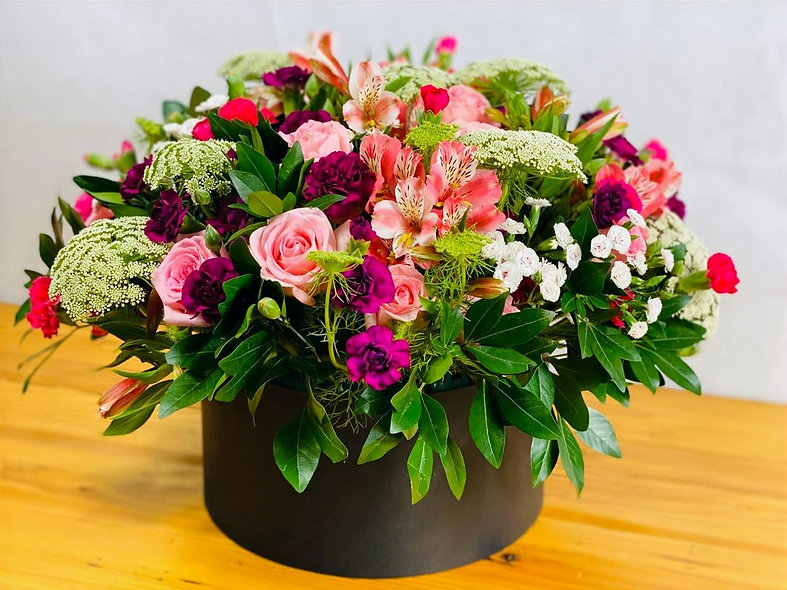Box Rosas, Encaje, Alstroemeria y Clavelina